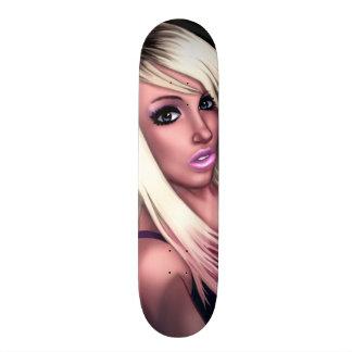 Fille blonde de patineur planche à roulette