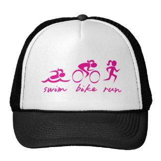 Fille courue par vélo de bain tri casquette trucker