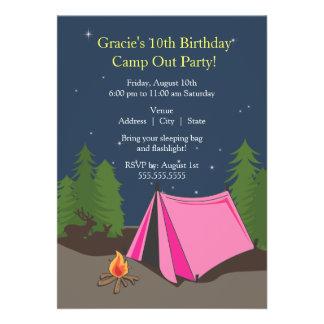 Fille de la fête d'anniversaire de camping | faire-parts