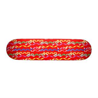 Flammes multi de partie sur le rouge au néon skateboard  20 cm