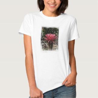 Fleur de rouge de cactus de torche tshirts