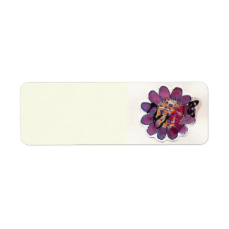 Fleur pourpre de ruban étiquette d'adresse retour