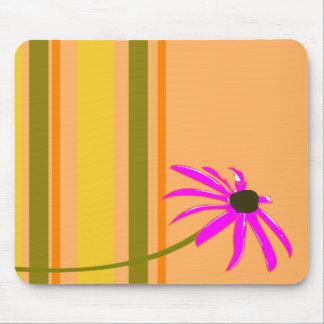 Fleur rose avec des rayures tapis de souris