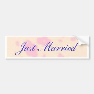 Fleur rose épousant la personnaliser stationnaire autocollant de voiture
