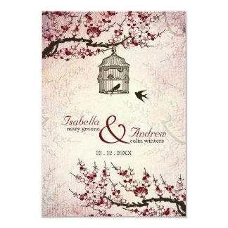 Fleurs de cerisier et inséparables épousant carton d'invitation 8,89 cm x 12,70 cm