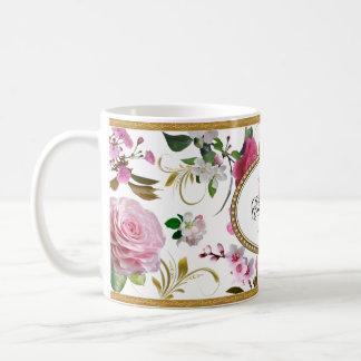 Fleurs roses de monogramme mug blanc