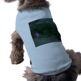 Fleurs roses pourpres de trèfle de shamrock tee-shirts pour chien