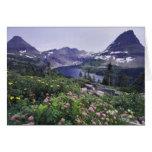 Fleurs sauvages et lac caché, arbustifs carte de vœux