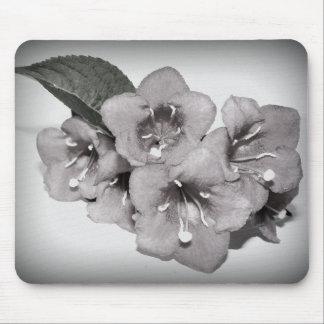 Floraison noire et blanche tapis de souris