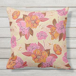 Floral Baile Throw Pillow