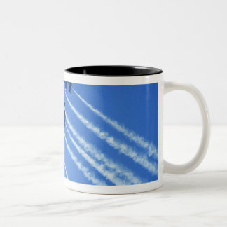 Flyby d'anges bleus pendant la semaine 2 de 2006 mug bicolore