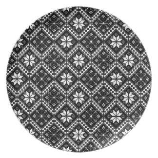 Folklore pattern dinner plate