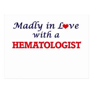 Follement dans l'amour avec un hématologue carte postale