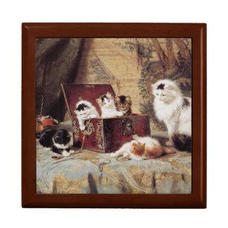 Fond of Jewelry Golden Oak Gift Box