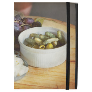 """Food - Fruit - Gherkins and Grapes iPad Pro 12.9"""" Case"""