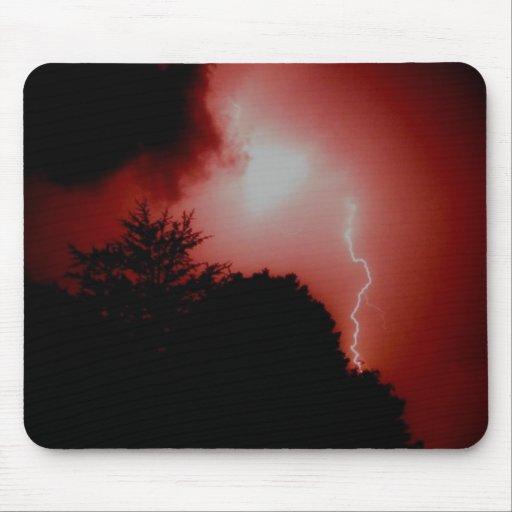 Foudre en ciel rouge tapis de souris