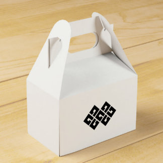 Four squares joining two favor box