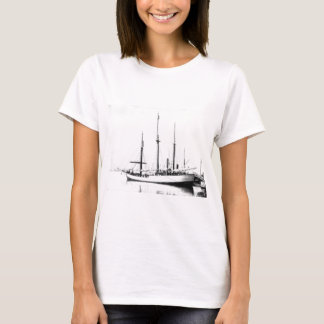 Fram, the ship used by the polar explorer Nansen T-Shirt