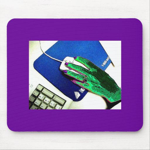 FREAKY FUNKY GREEN HAND WITH PURPLE FINGERNAILS MOUSE PAD