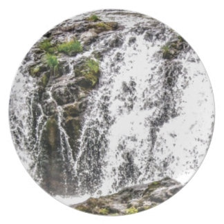 free flowing falls plate