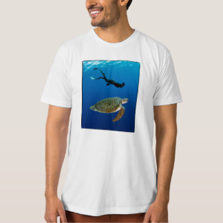 Freediver And Green Turtle - Organic. White (mens) T-Shirt
