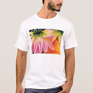 Frost on the last blooms of the fall - Dalhia - T-Shirt