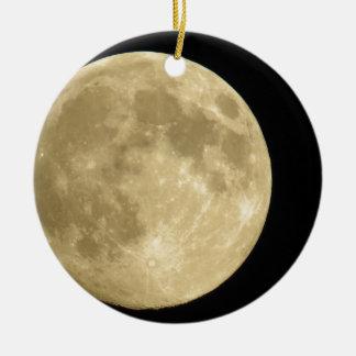 Full moon on black background round ceramic ornament