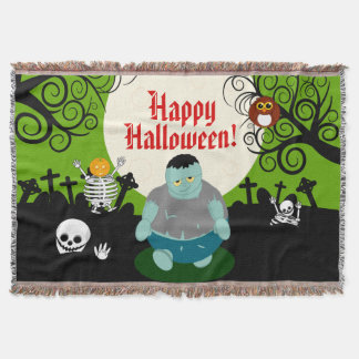 Fun cartoon full moon Halloween zombie scene, Throw Blanket