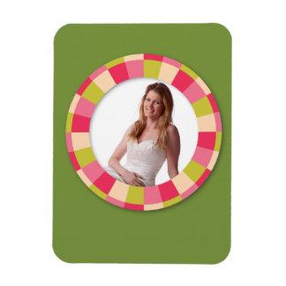 Fun Circle frame - pink leaf on green Magnets