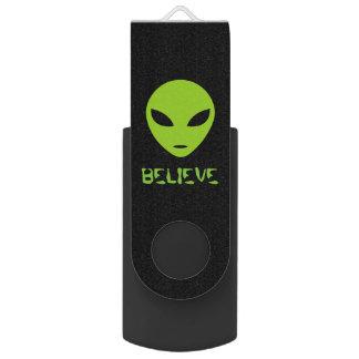 Funny green alien head USB flash drive stick