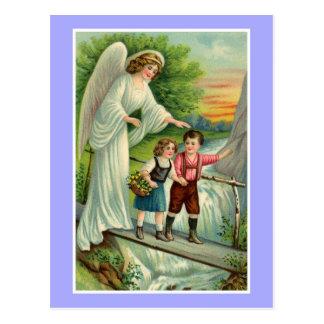 Garçon mignon vintage et fille avec l'ange gardien carte postale