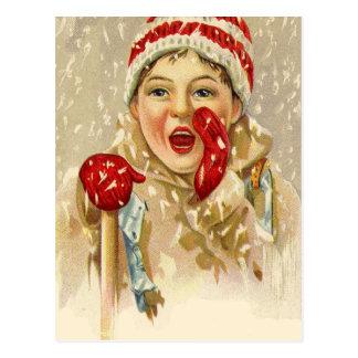garçon vintage dans la neige carte postale