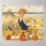 Garçon vintage jouant à la plage avec des jouets d posters