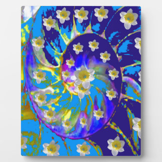 GARDEN  SPIRAL &  DAFFODILS IN BLUES PLAQUE