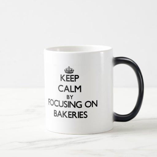 Gardez le calme en se concentrant sur des boulange tasse