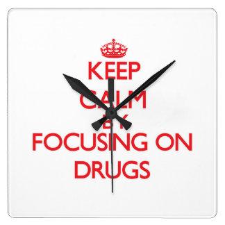 Gardez le calme en se concentrant sur des drogues horloge