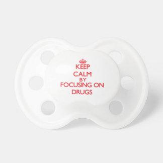 Gardez le calme en se concentrant sur des drogues sucette pour bébé