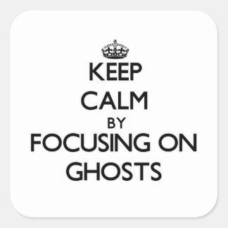Gardez le calme en se concentrant sur des fantômes sticker carré