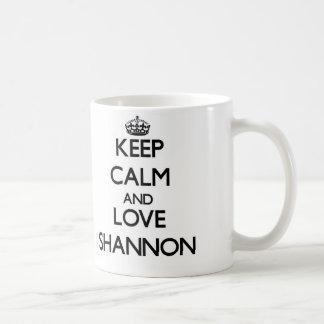 Gardez le calme et aimez Shannon Mug Blanc
