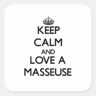 Gardez le calme et aimez une masseuse sticker carré