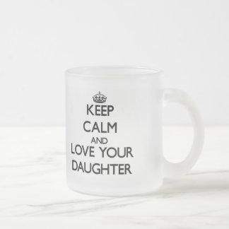 Gardez le calme et aimez votre fille mug en verre givré