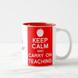 Gardez le calme et continuez enseigner la tasse de
