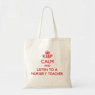 Gardez le calme et écoutez un professeur de crèche sacs fourre-tout