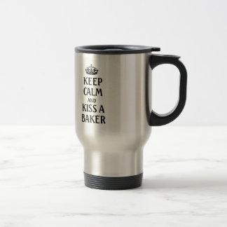 Gardez le calme et embrassez un boulanger mug de voyage en acier inoxydable