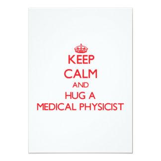 Gardez le calme et étreignez un physicien médical cartons d'invitation