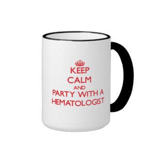 Gardez le calme et la partie avec un hématologue tasse