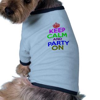 Gardez le calme et la partie sur la conception t-shirt pour toutou