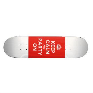 Gardez le calme et la partie sur la planche à roul skateboard