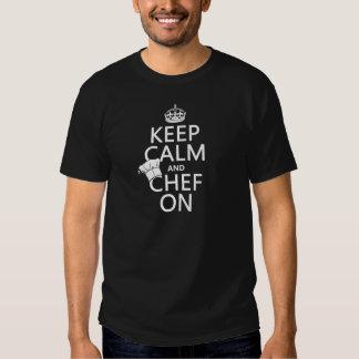 Gardez le calme et le chef sur (personnalisable) t-shirts