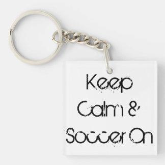 Gardez le calme et le football sur le porte - clé  porte-clés